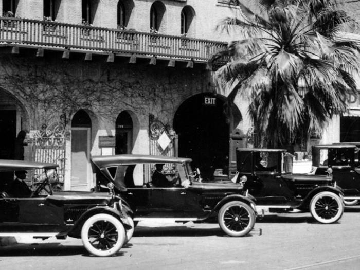Photograph of Stalder's Glenwood Garage with Studebaker cars on 7th Street between Main and Market Street, Riverside, California